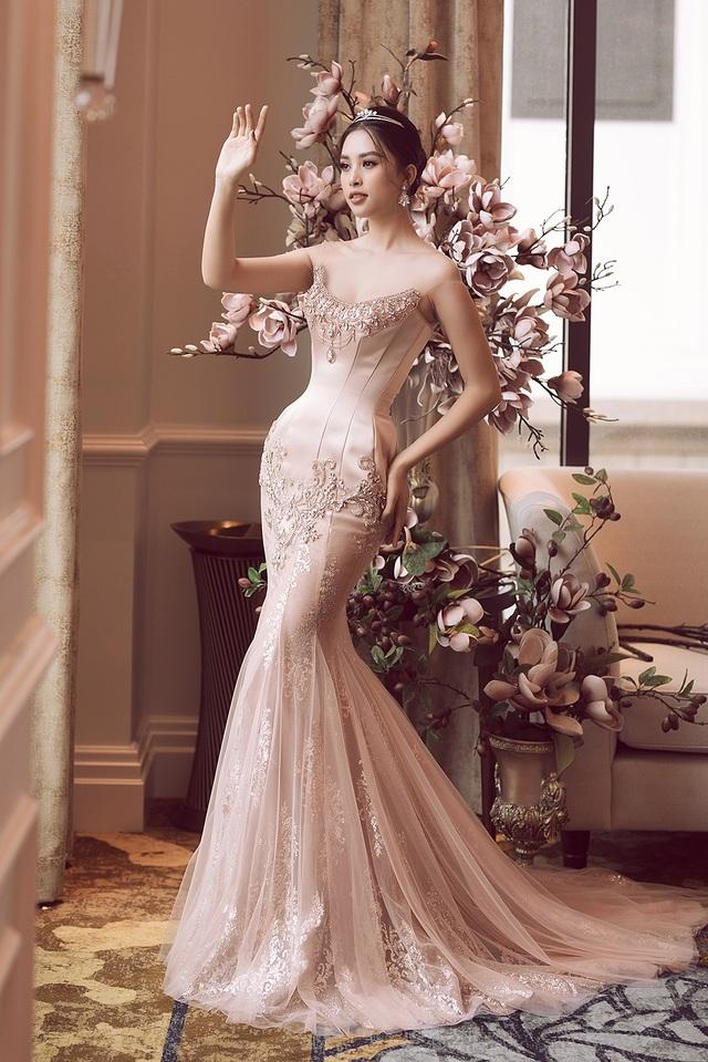 Hoa hậu Trần Tiểu Vy xinh như công chúa khi diện váy cưới - 6
