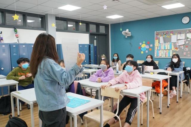 Hà Nội: Học sinh lớp 9, 12 học bài mới trên truyền hình từ hôm nay (9/3) - 2