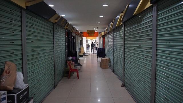 Người dân ở nhà lướt mạng mua đồ, BĐS thương mại tê liệt vì ế khách - 2