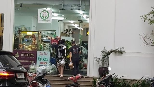 Dân Hà Nội tích trữ đồ ăn, nhiều điểm chen nhau mua mỳ tôm - 13
