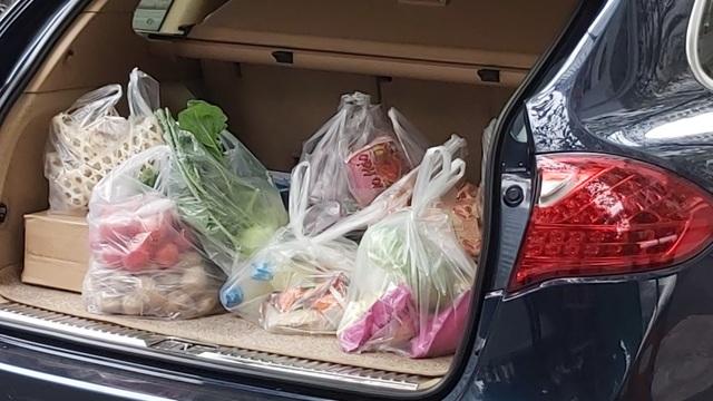 Dân Hà Nội tích trữ đồ ăn, nhiều điểm chen nhau mua mỳ tôm - 12