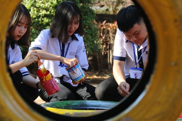 Học sinh làm đồ chơi, gây quỹ tặng điểm trường vào học muộn nhất nước - 3