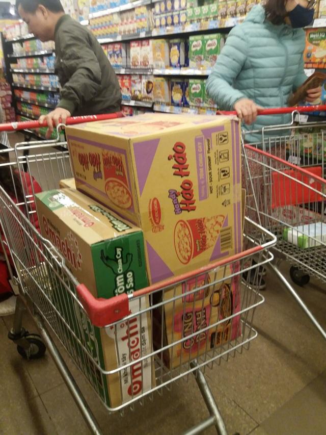 Dân mạng phản đối việc đi siêu thị vét sạch thực phẩm tích trữ - 1