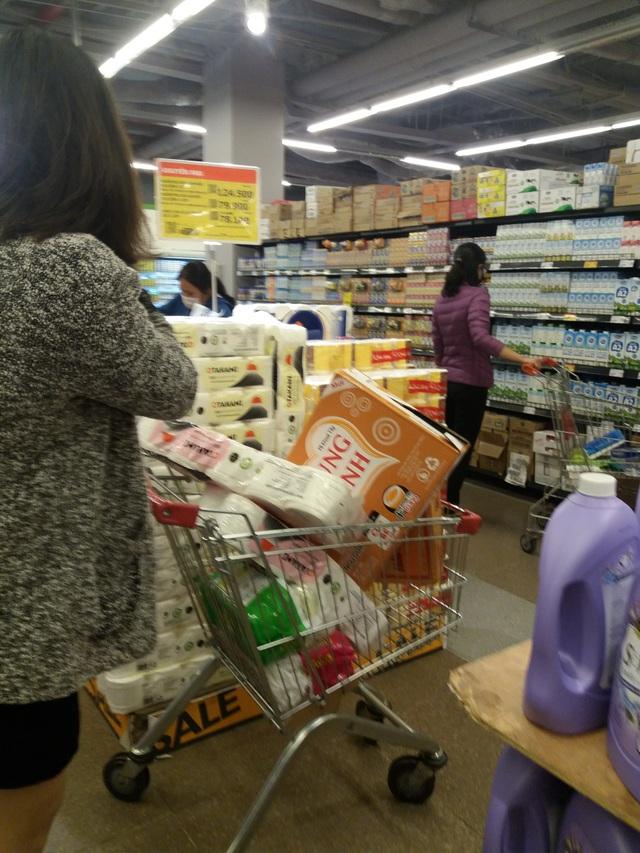 Dân mạng phản đối việc đi siêu thị vét sạch thực phẩm tích trữ - 2