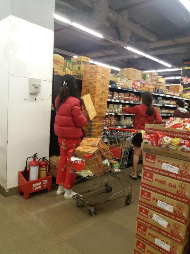 Dân mạng phản đối việc đi siêu thị vét sạch thực phẩm tích trữ - 3