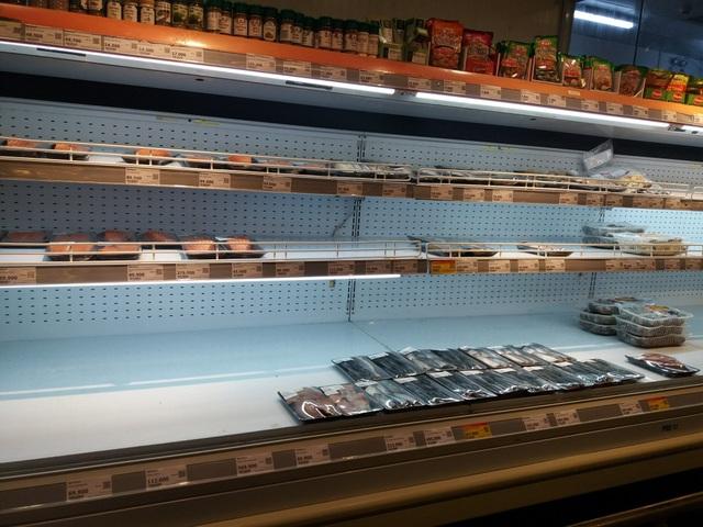 Dân mạng phản đối việc đi siêu thị vét sạch thực phẩm tích trữ - 5
