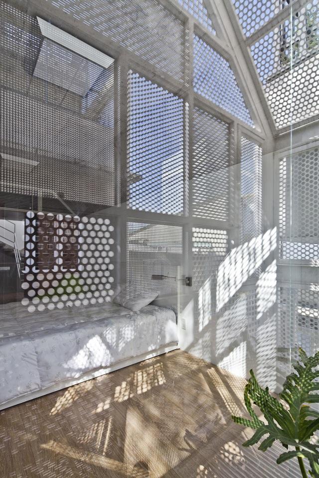 Rộng 30m2, ngôi nhà ở Sài Gòn vẫn gây sốt nhờ chiêu thiết kế lạ mắt - 3