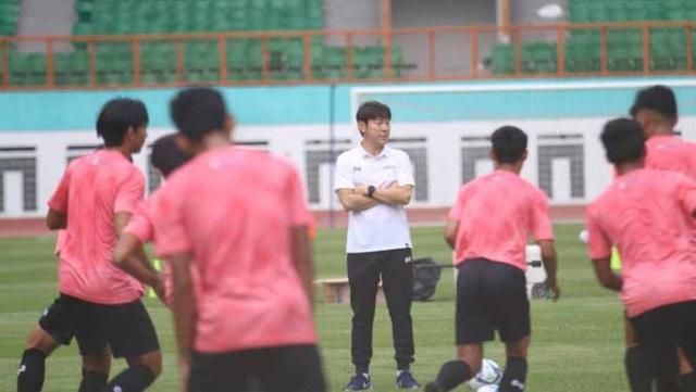 HLV Shin Tae Yong: Cầu thủ Indonesia chỉ đủ sức đá 20 phút - 1