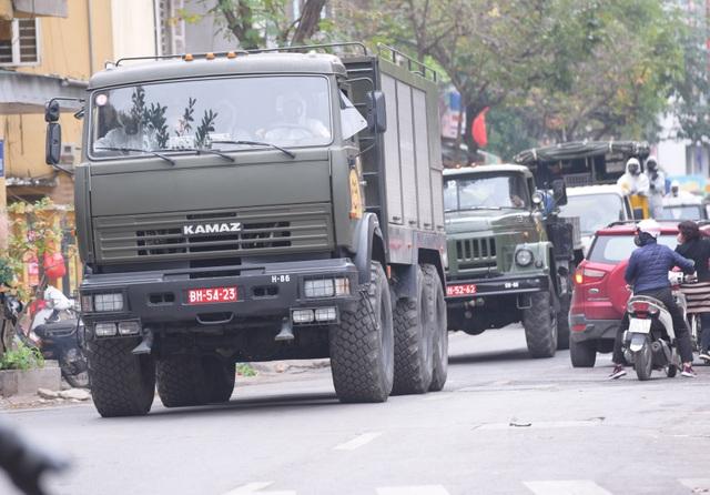 Hà Nội: Xe Quân đội triển khai tiêu độc khử trùng phố Trúc Bạch - 2