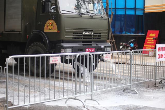 Hà Nội: Xe Quân đội triển khai tiêu độc khử trùng phố Trúc Bạch - 5