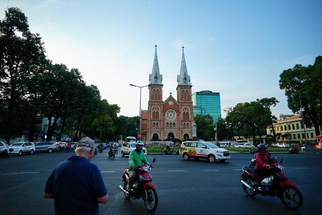 Cận cảnh nhà thờ Đức Bà sau hai năm trùng tu - 1