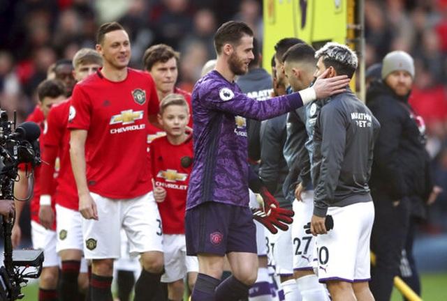 Man Utd 2-0 Man City: Martial, McTominay trừng phạt đối thủ - 16