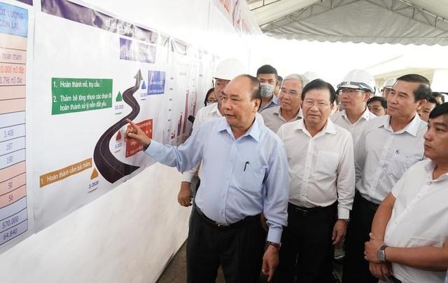 Thủ tướng kiểm tra tiến độ đường cao tốc Trung Lương - Mỹ Thuận - 1