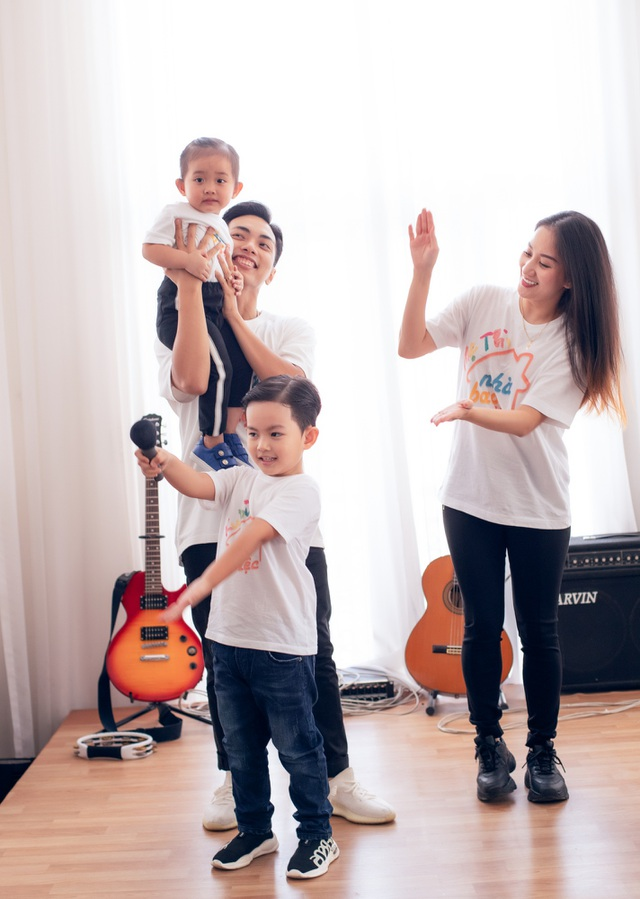 Khoảnh khắc ấm lòng của gia đình Khánh Thi giữa dịch Covid-19 - 7