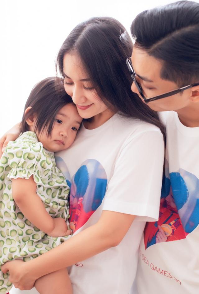 Khoảnh khắc ấm lòng của gia đình Khánh Thi giữa dịch Covid-19 - 8
