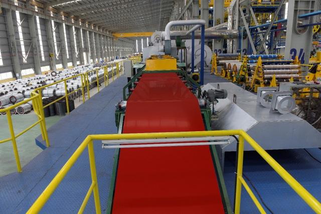 Cận cảnh dây chuyền sản xuất tôn Hoa Sen Gold bảo hành lên đến 30 năm - 6