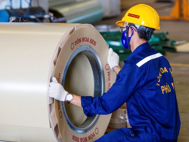 Cận cảnh dây chuyền sản xuất tôn Hoa Sen Gold bảo hành lên đến 30 năm - 9
