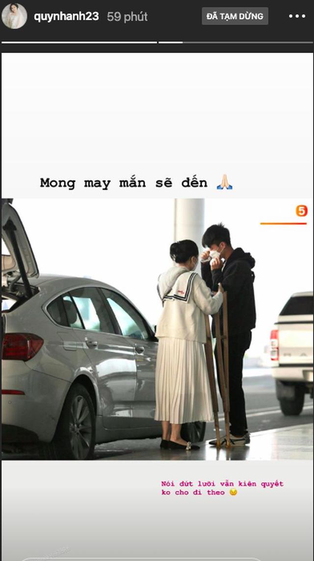 Vợ mới cưới bịn rịn tiễn Duy Mạnh sang Singapore điều trị chấn thương - 2