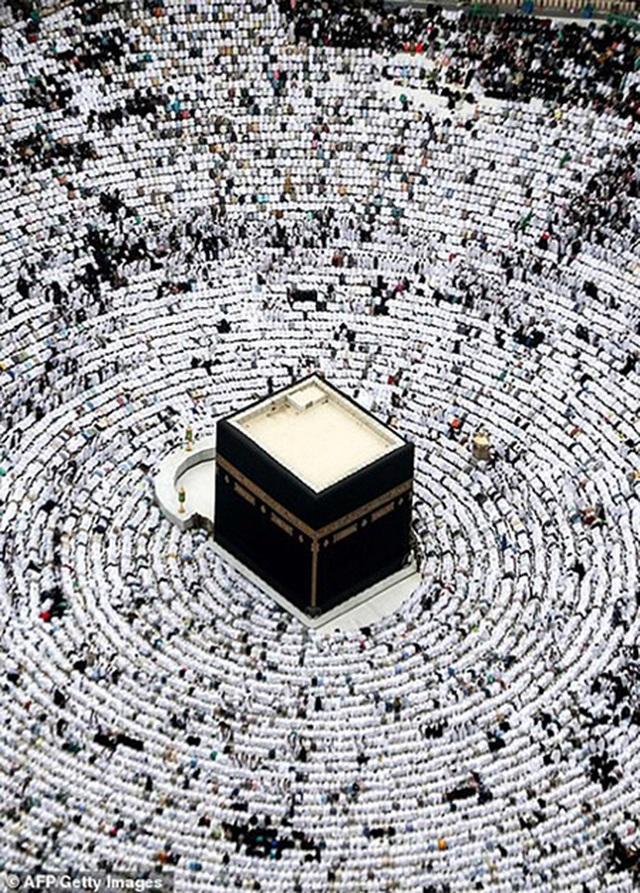 Cảnh tượng vắng vẻ hiếm thấy tại thánh đường hồi giáo Mecca - 2