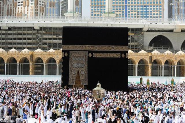 Cảnh tượng vắng vẻ hiếm thấy tại thánh đường hồi giáo Mecca - 4