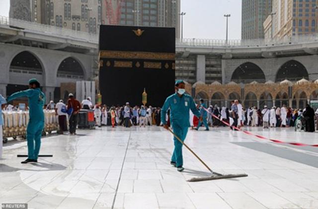 Cảnh tượng vắng vẻ hiếm thấy tại thánh đường hồi giáo Mecca - 5