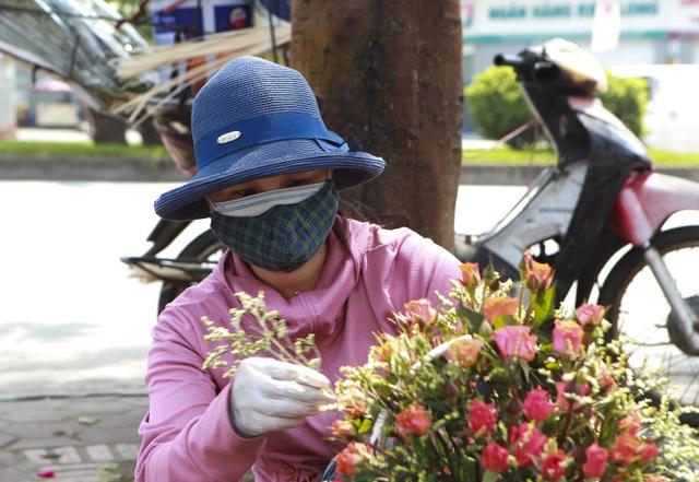 """Chợ hoa ế ẩm, tiểu thương """"kêu trời"""" dịp 8/3 giữa mùa dịch corona - 6"""