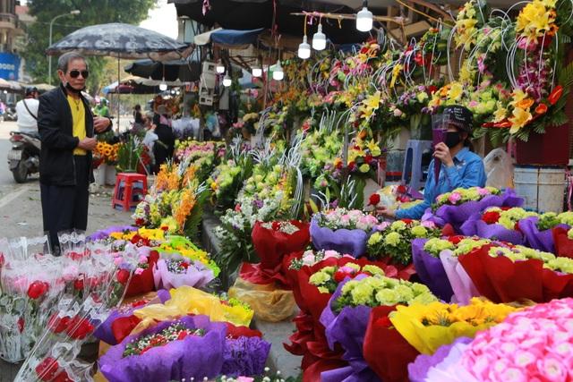 """Chợ hoa ế ẩm, tiểu thương """"kêu trời"""" dịp 8/3 giữa mùa dịch corona - 11"""