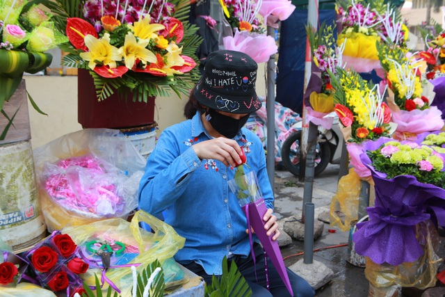 """Chợ hoa ế ẩm, tiểu thương """"kêu trời"""" dịp 8/3 giữa mùa dịch corona - 10"""