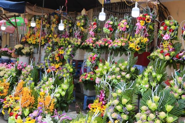 """Chợ hoa ế ẩm, tiểu thương """"kêu trời"""" dịp 8/3 giữa mùa dịch corona - 4"""