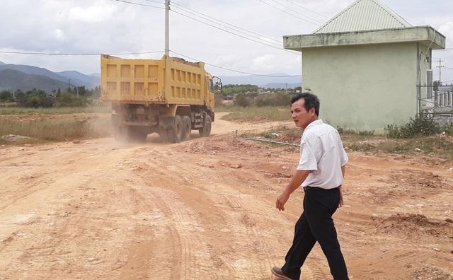 Đình chỉ vụ rầm rộ tẩu tán đất sét khỏi cụm công nghiệp tại Bình Định - 3