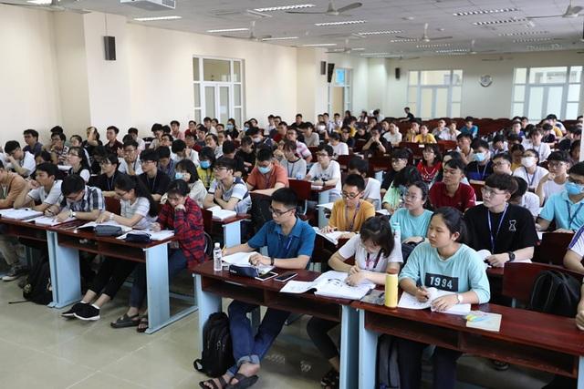 Trường đại học duy nhất tại TPHCM cho SV đi học trở lại - 9