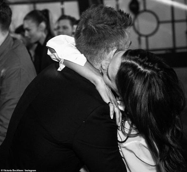 Vợ chồng David Beckham tình tứ trong tiệc sinh nhật tuổi 21 của con trai cả - 3