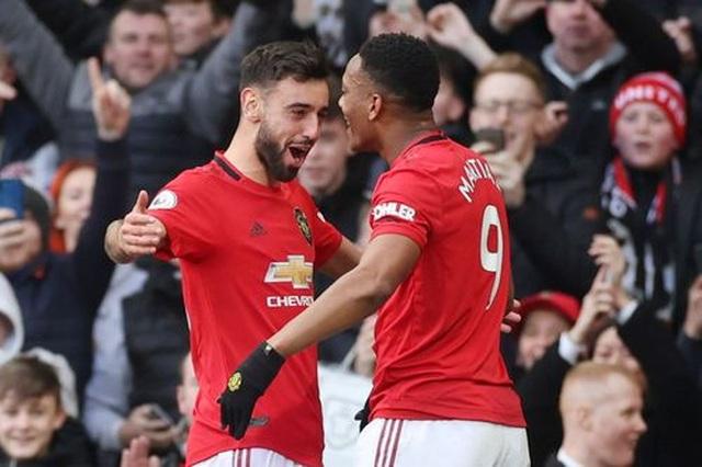 Man Utd 2-0 Man City: Martial, McTominay trừng phạt đối thủ - 1