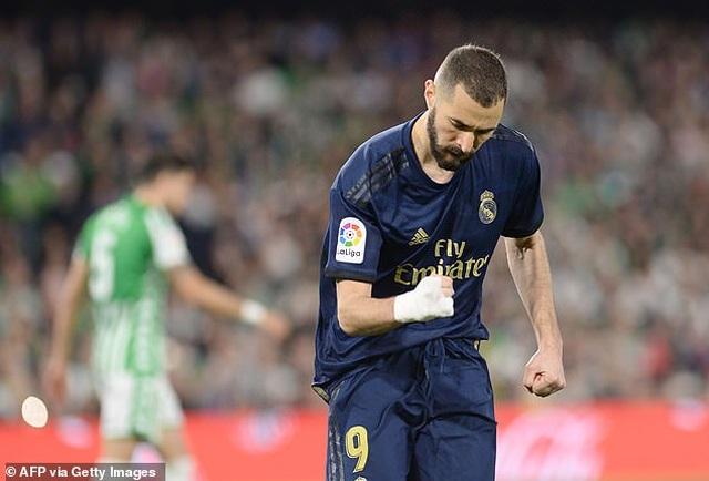 Thua sốc Betis, Real Madrid mất ngôi đầu bảng vào tay Barcelona - 10