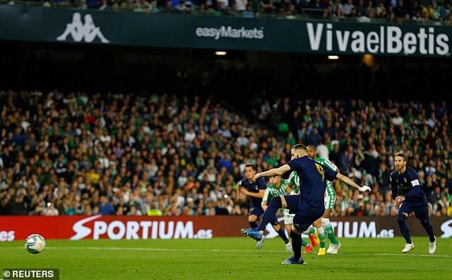 Thua sốc Betis, Real Madrid mất ngôi đầu bảng vào tay Barcelona - 9