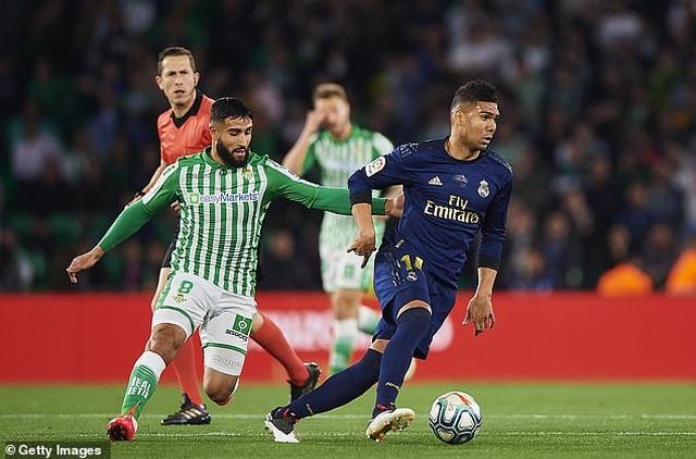 Thua sốc Betis, Real Madrid mất ngôi đầu bảng vào tay Barcelona - 5