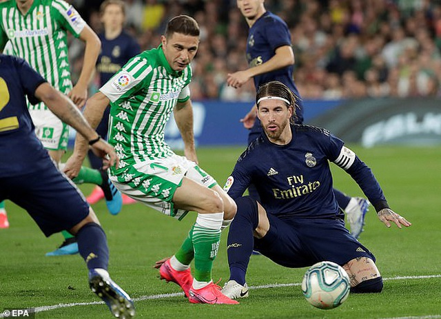 Thua sốc Betis, Real Madrid mất ngôi đầu bảng vào tay Barcelona - 3