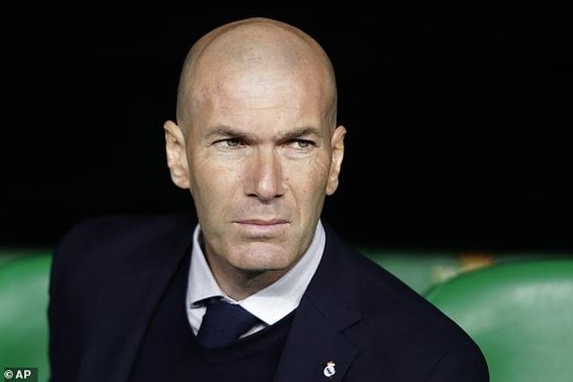 Thua sốc Betis, Real Madrid mất ngôi đầu bảng vào tay Barcelona - 2