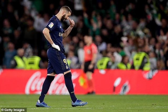 Thua sốc Betis, Real Madrid mất ngôi đầu bảng vào tay Barcelona - 13