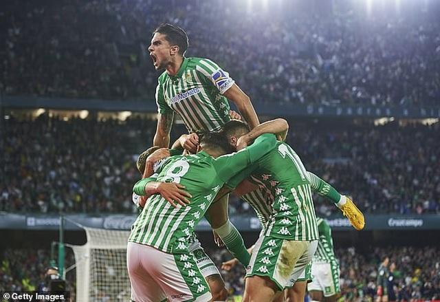 Thua sốc Betis, Real Madrid mất ngôi đầu bảng vào tay Barcelona - 12