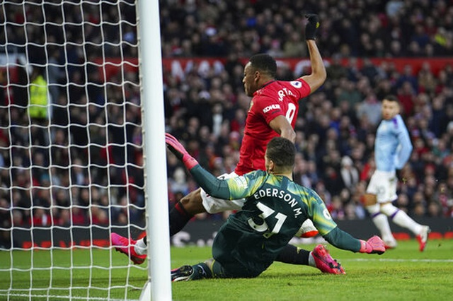 Man Utd 2-0 Man City: Martial, McTominay trừng phạt đối thủ - 7