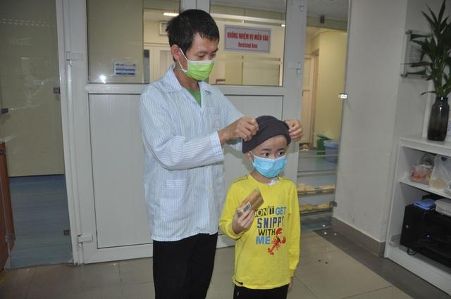 Bạn đọc Dân trí giúp cậu bé 9 tuổi đánh bại bệnh ung thư máu quái ác - 2