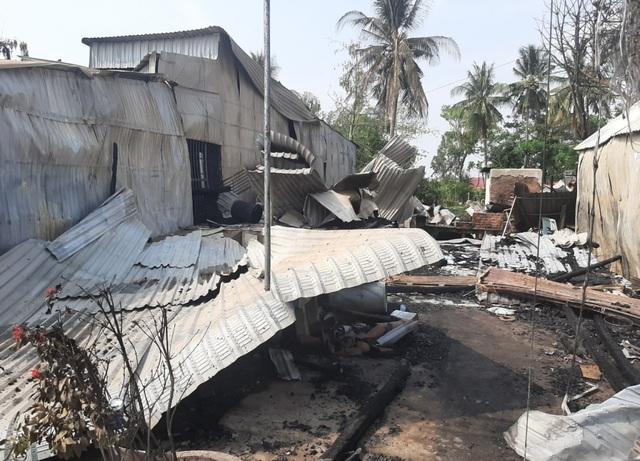 Hỏa hoạn thiêu rụi 6 căn nhà lúc rạng sáng - 2