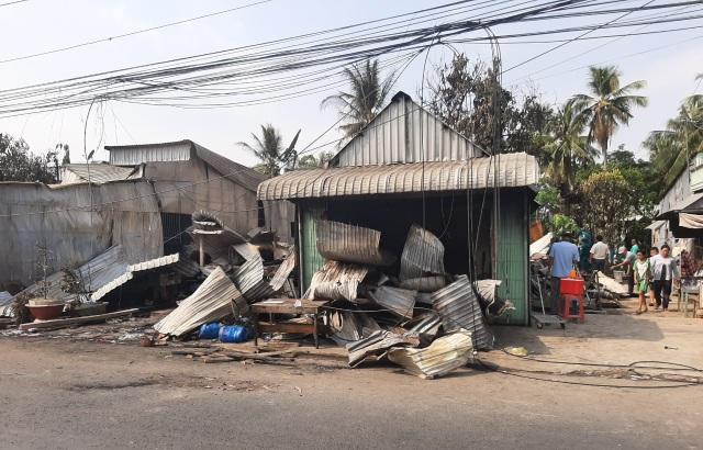 Hỏa hoạn thiêu rụi 6 căn nhà lúc rạng sáng - 1