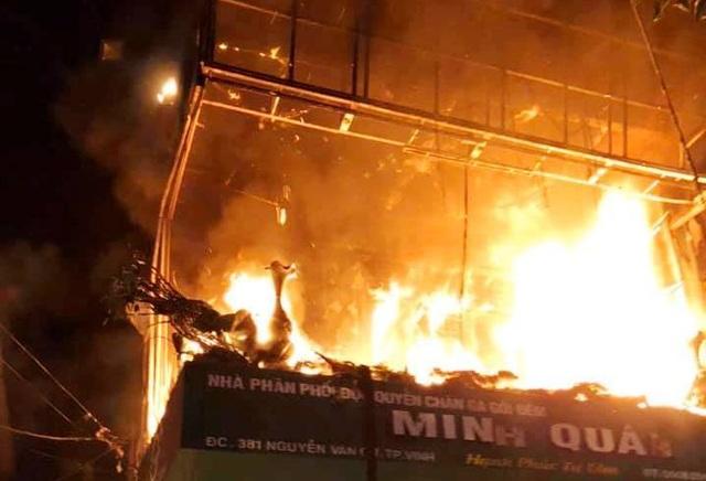 Hỏa hoạn thiêu rụi 6 căn nhà lúc rạng sáng - 4