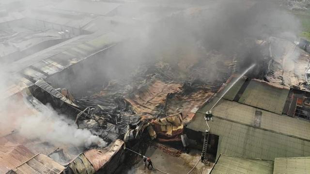 Xưởng sản xuất két sắt hơn 1.000m2 bốc cháy dữ dội - 3