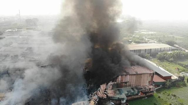 Xưởng sản xuất két sắt hơn 1.000m2 bốc cháy dữ dội - 1