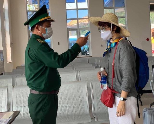 Quảng Ngãi:  Đảo Lý Sơn tạm ngừng đón khách nước ngoài - 1