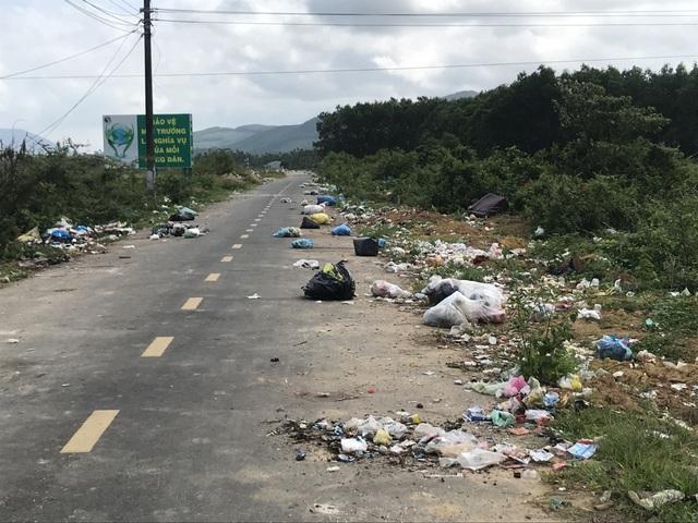 Con đường rác ở huyện nông thôn mới duy nhất của Quảng Ngãi - 1