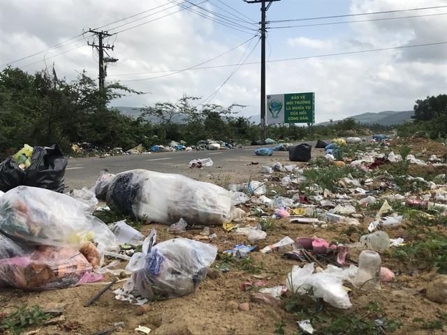 Con đường rác ở huyện nông thôn mới duy nhất của Quảng Ngãi - 3